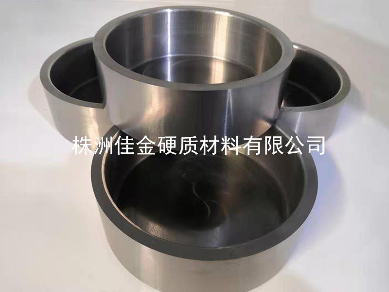 硬质合金模具备高韧性超耐磨等特性,但相对性延展性都不高,在生产加工、运送、应用时都慎重,